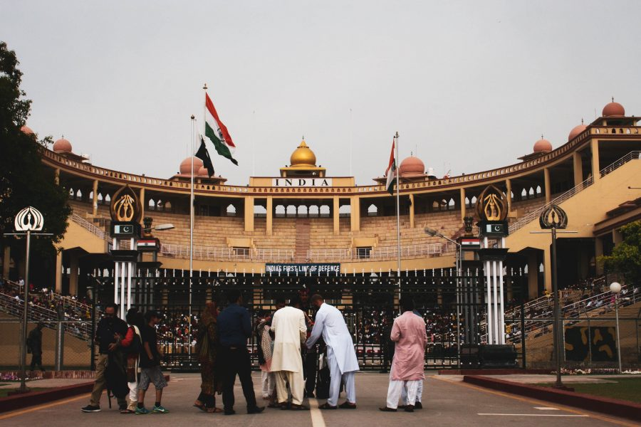 People gather in front of Pakistan border copy